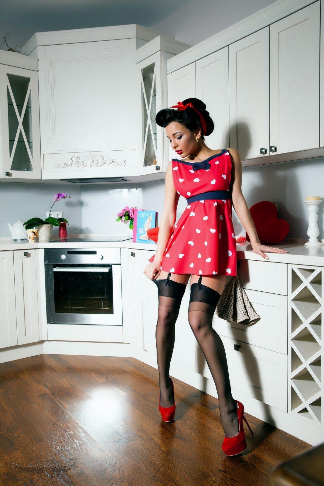 Девушки в коротких платьях и на каблуках: как вам такая подборка? 1