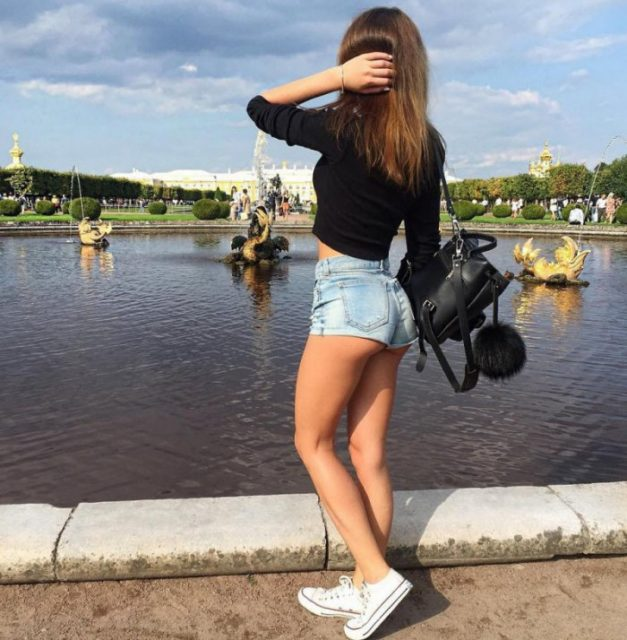 Девушки в коротких шортиках: фитоняшки в мини и другие 23