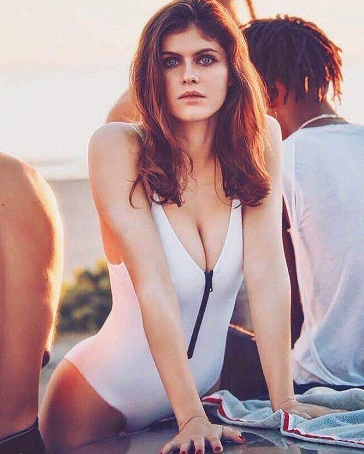 Александра Даддарио - Фото в купальнике: очень сексуально 8