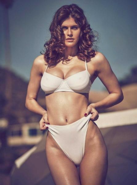 Александра Даддарио - Фото в купальнике: очень сексуально 9