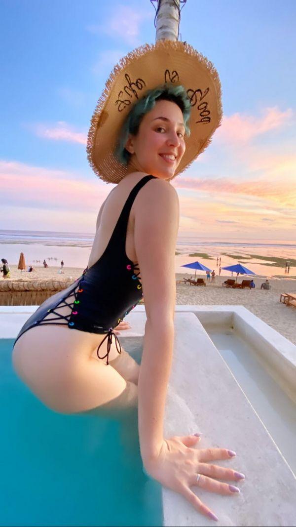 Певица МАРУФ - Горячие фото в купальнике: стройная красавица 6