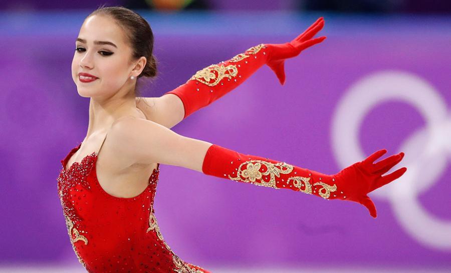 Самые горячие фото Алины Загитовой на льду 12