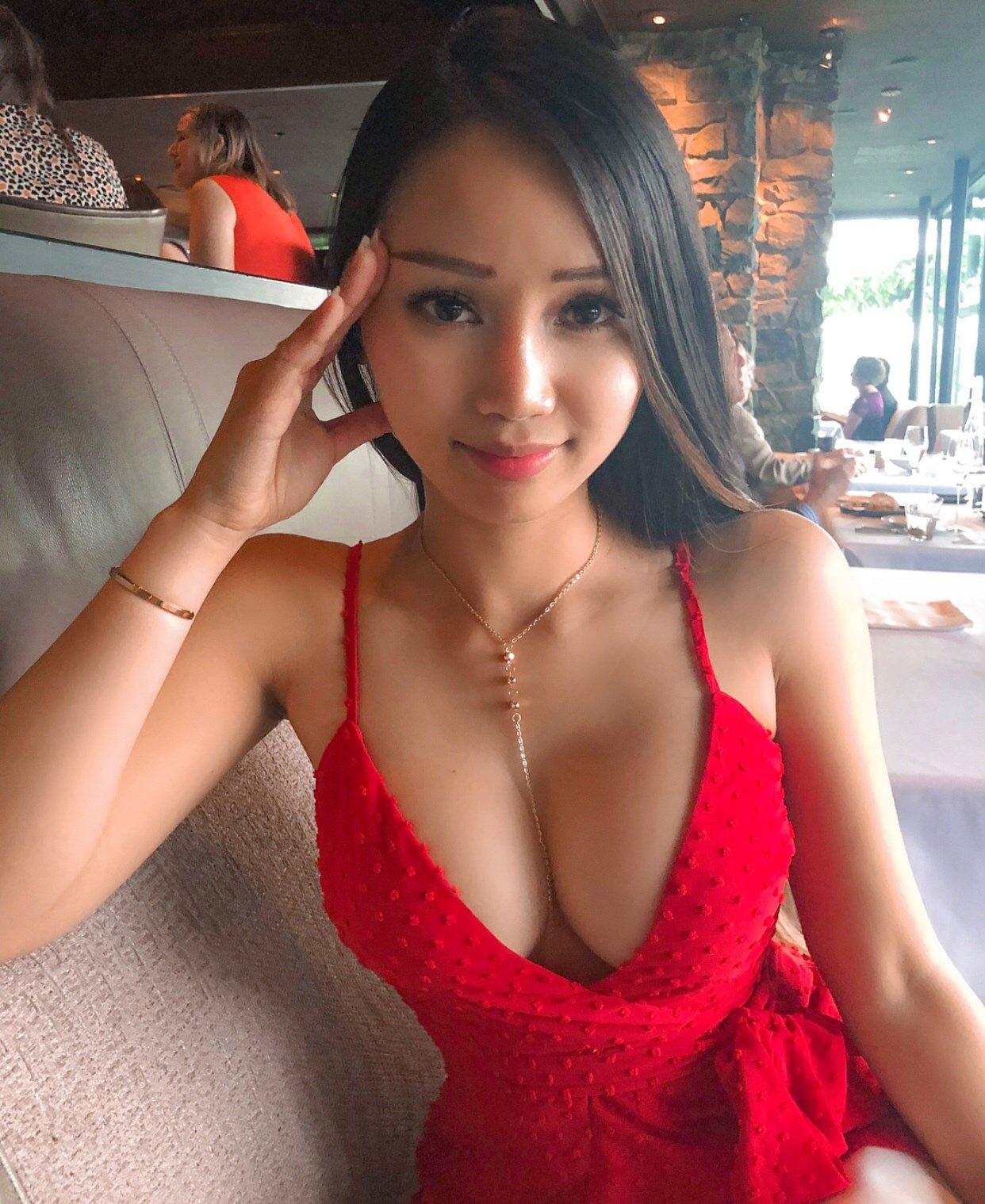 Красивые грудастые китаянки: фото экзотических красоток 9