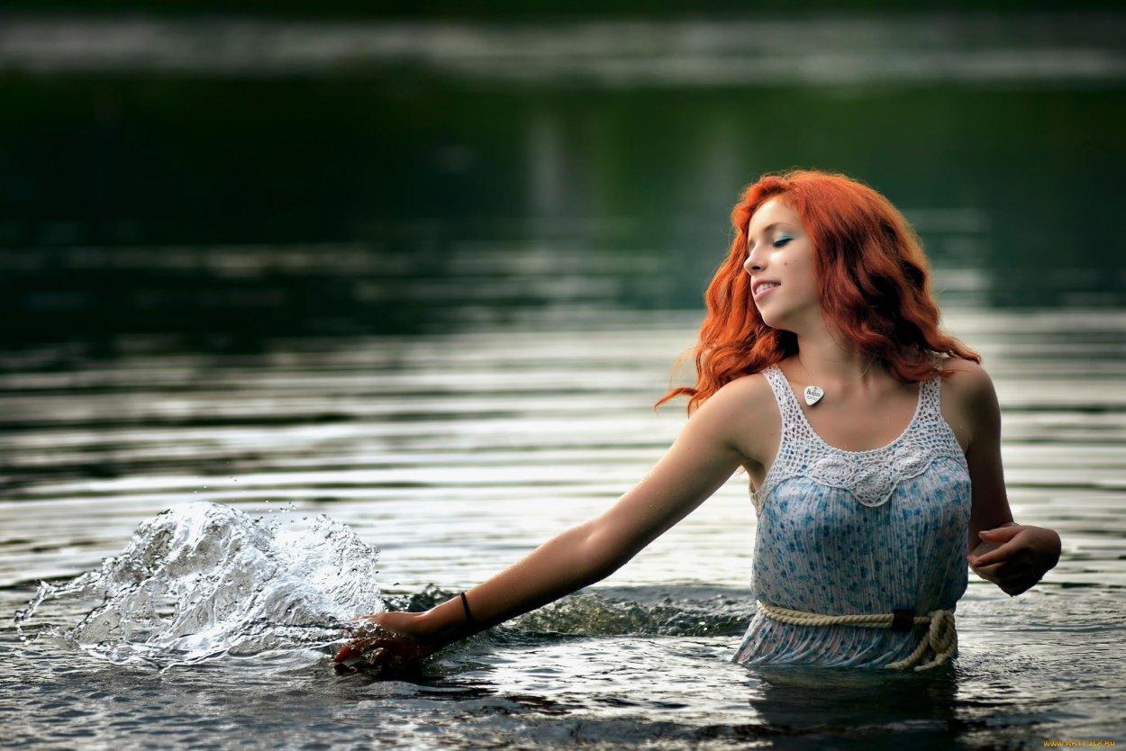 Красивые рыжие девушки в купальниках: жаркие фото 10