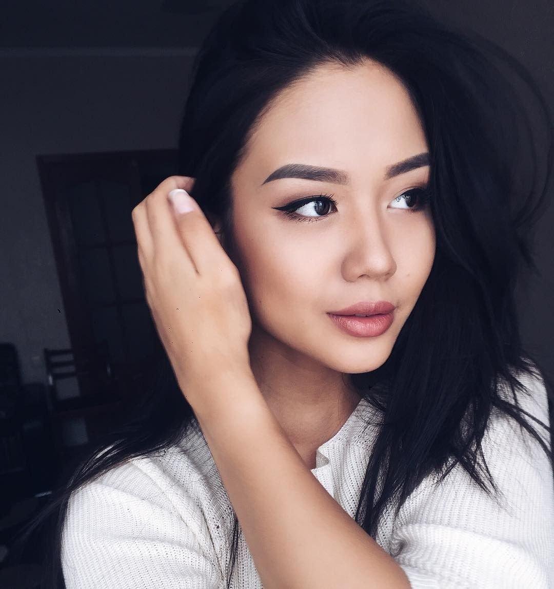 Красивые казашки покоряют мир: шикарные девчонки 19