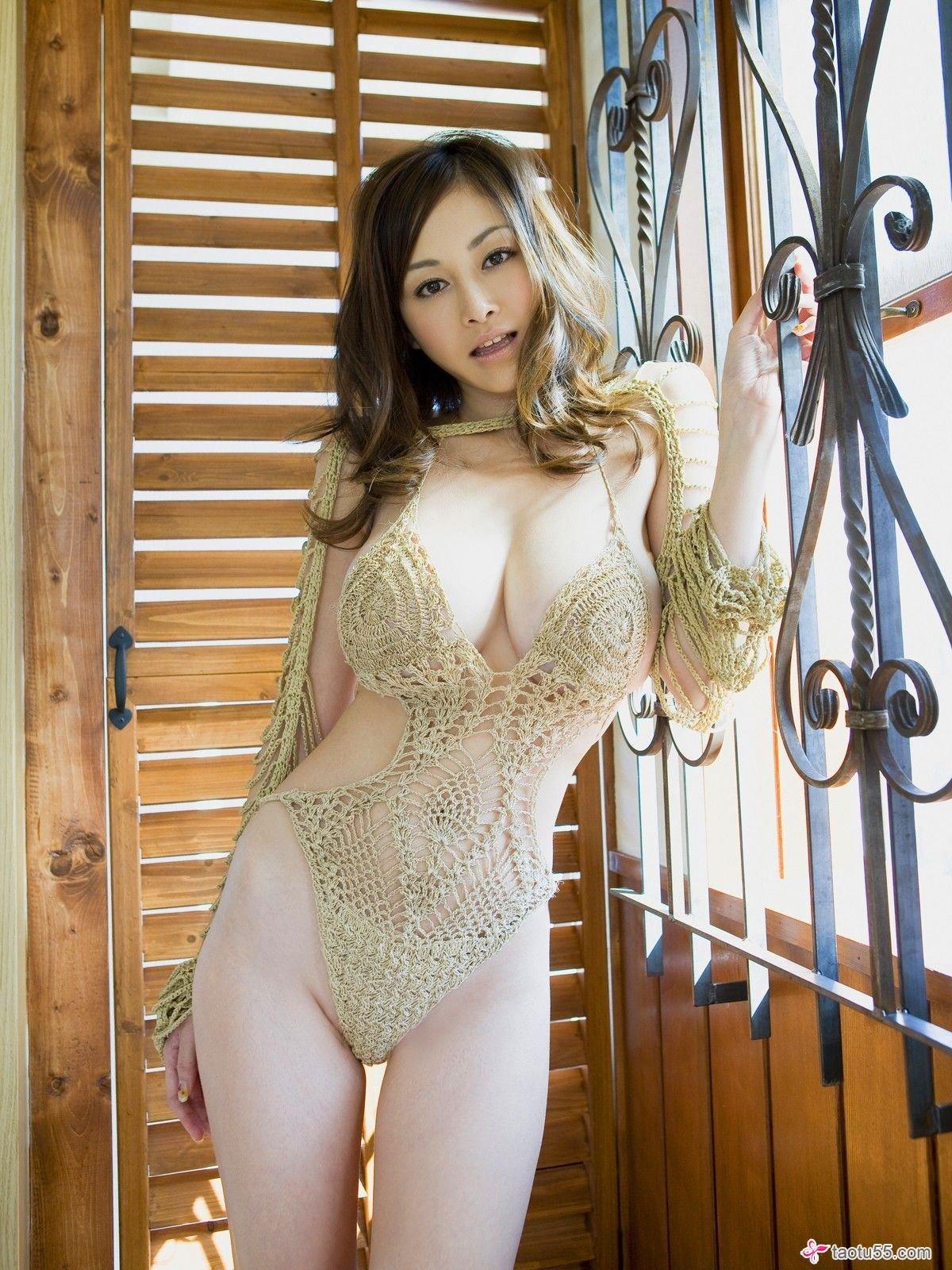 Красивые грудастые китаянки: фото экзотических красоток 10