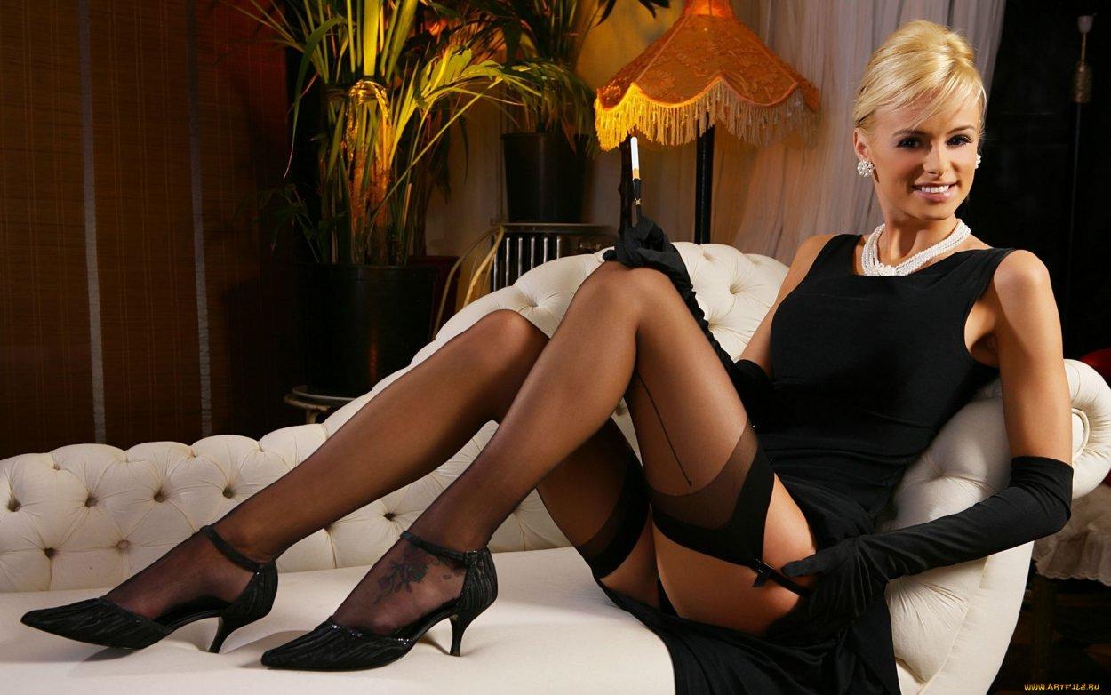 Красивые девушки показали ножки в чулочках (40 фото) 28