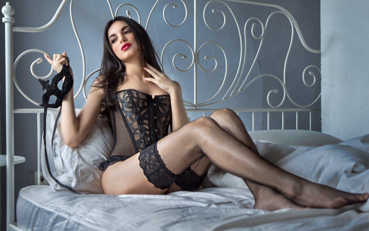 Красивые девушки показали ножки в чулочках (40 фото) 16
