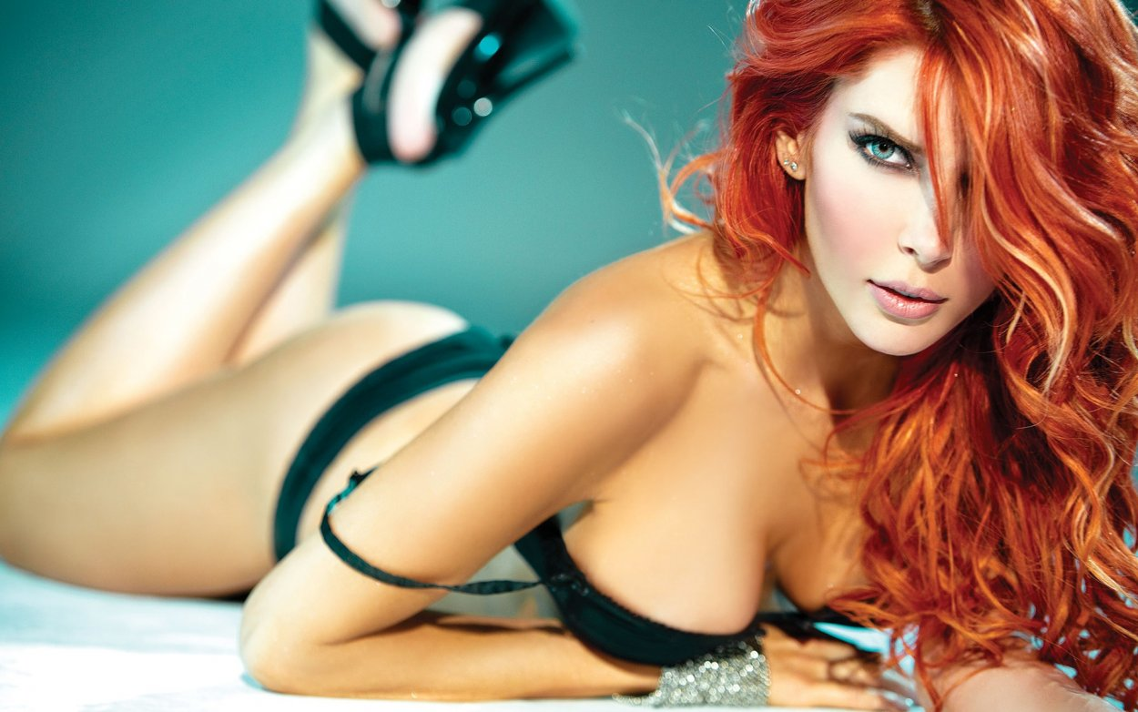 Красивые рыжие девушки в купальниках: жаркие фото 11