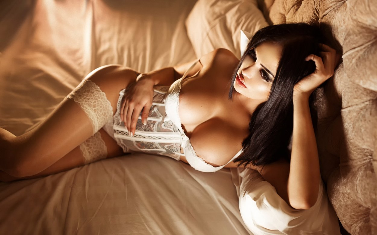 Красивые девушки показали ножки в чулочках (40 фото) 9