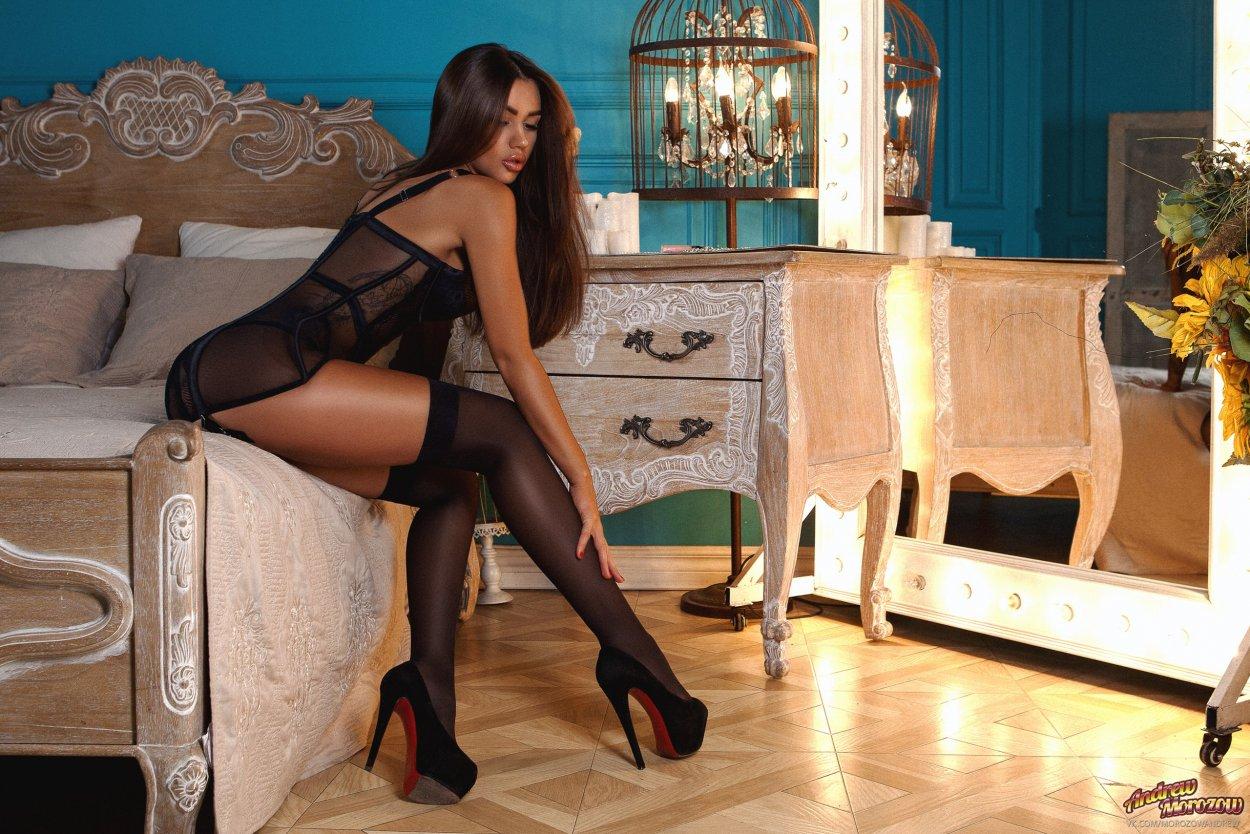 Красивые девушки показали ножки в чулочках (40 фото) 29