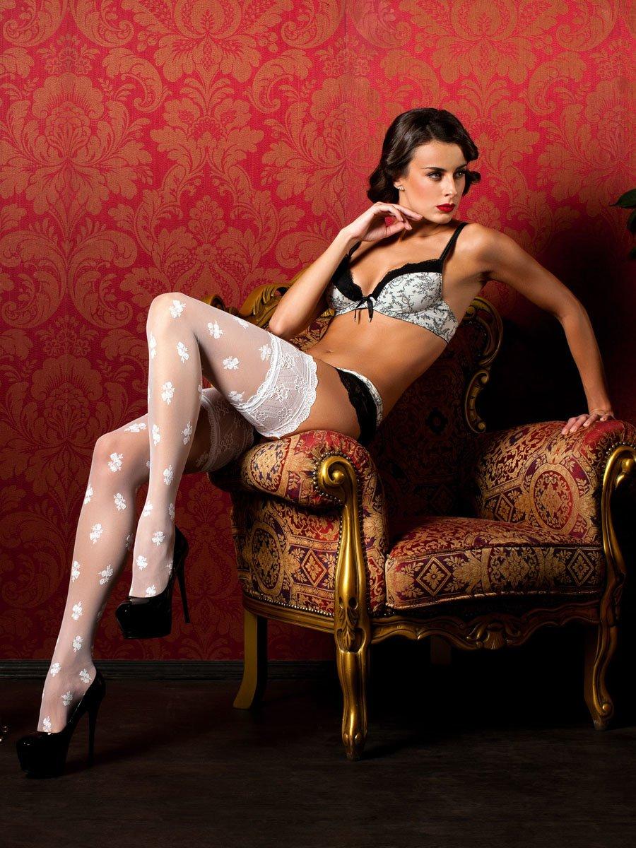 Красивые девушки показали ножки в чулочках (40 фото) 22