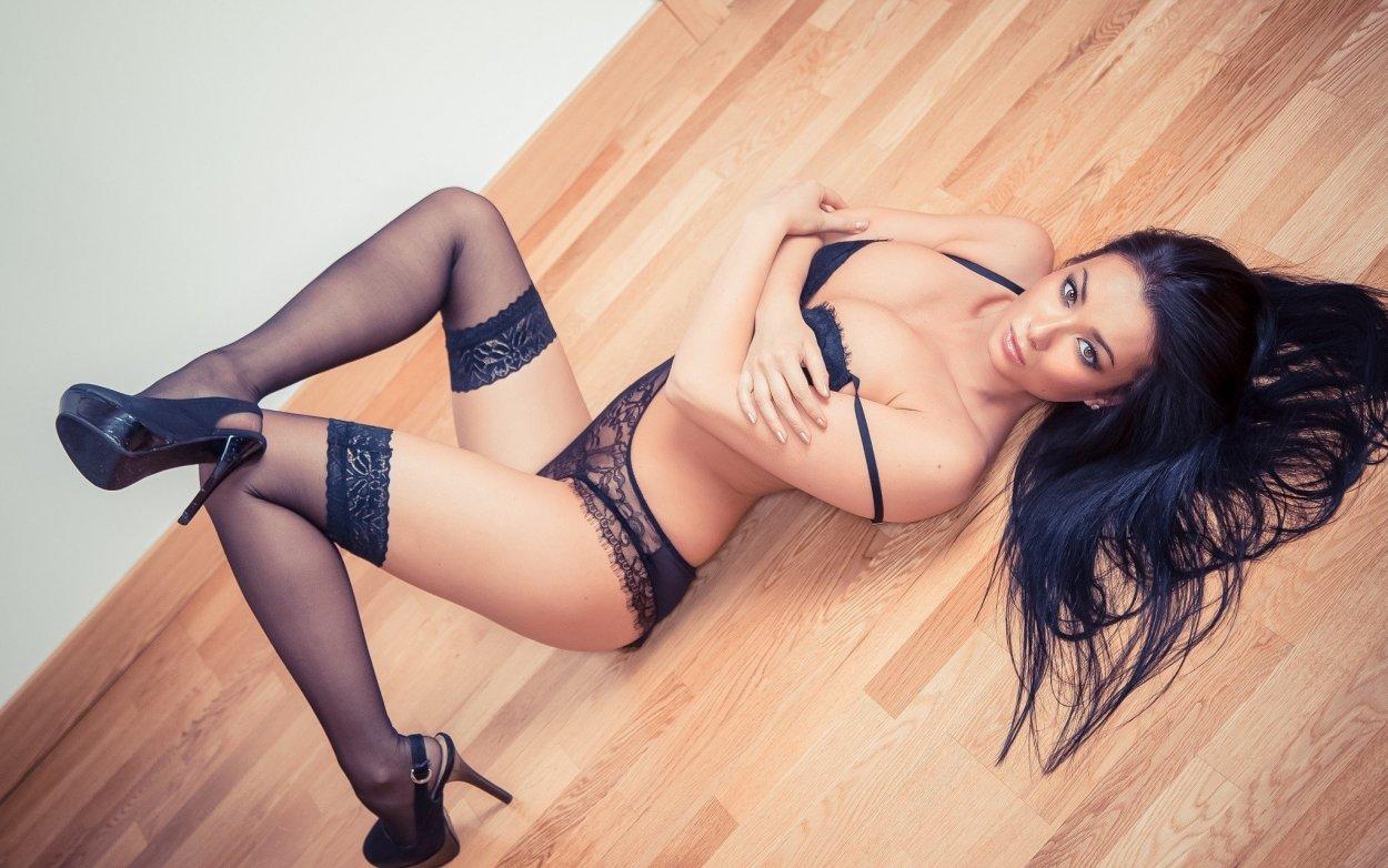 Красивые девушки показали ножки в чулочках (40 фото) 33