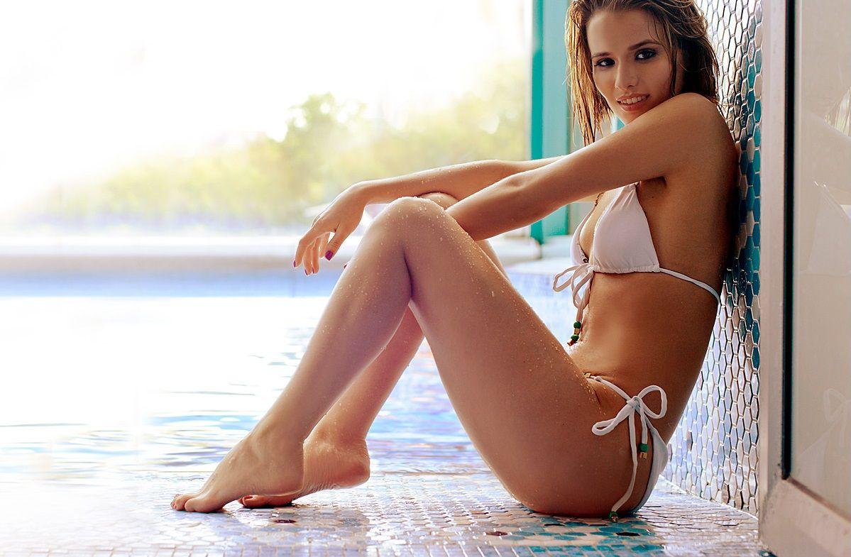 Самые горячие фото Любови Аксеновой: в купальнике, в журнале, из фильма 9