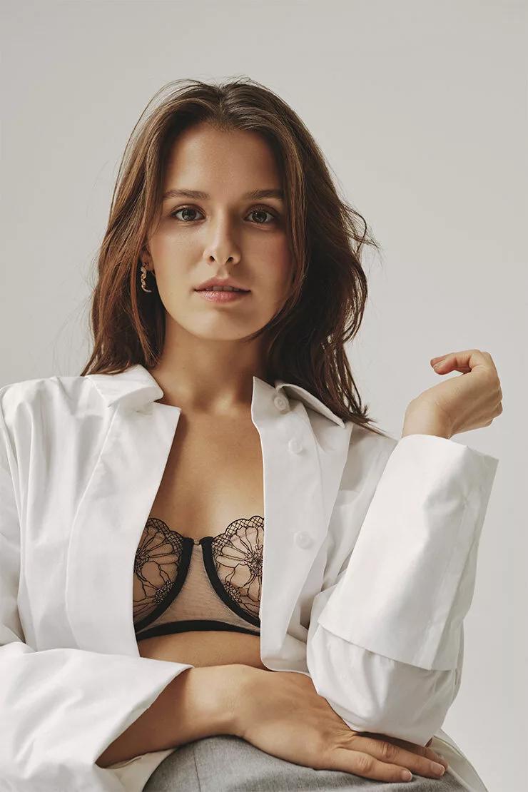 Самые горячие фото Любови Аксеновой: в купальнике, в журнале, из фильма 10