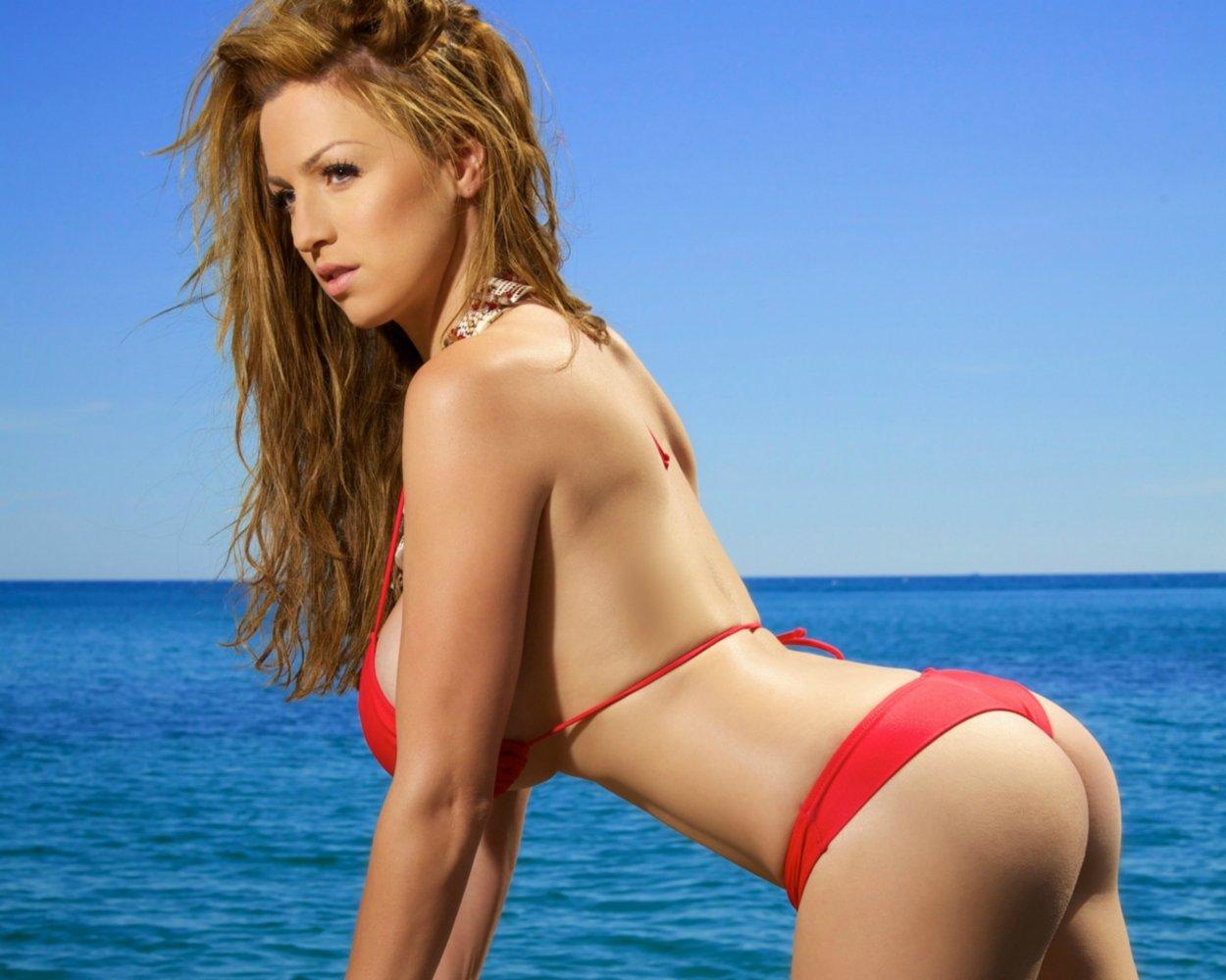 Красивые рыжие девушки в купальниках: жаркие фото 7