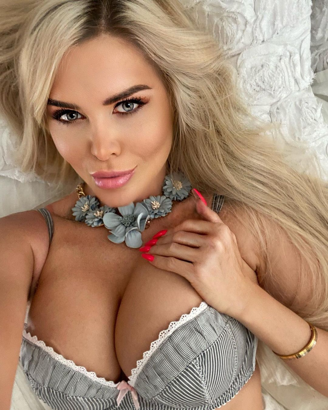 Красивые сексуальные девушки с большой грудью (18 Фото) 2