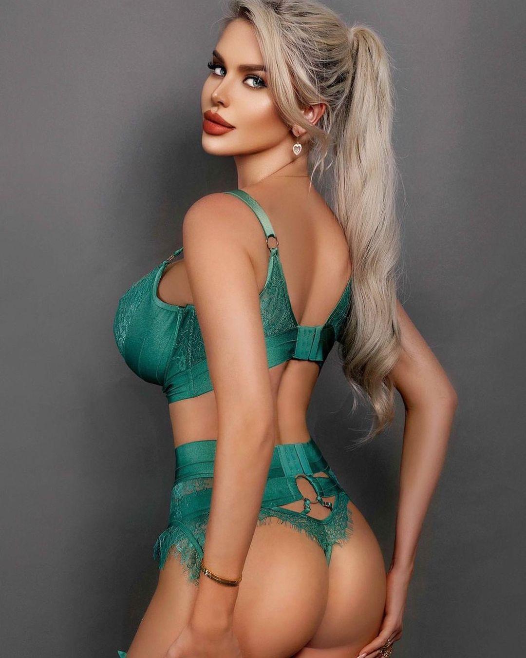 Elisa Bethann - Мегасексуальная модель нижнего белья и бикини 7