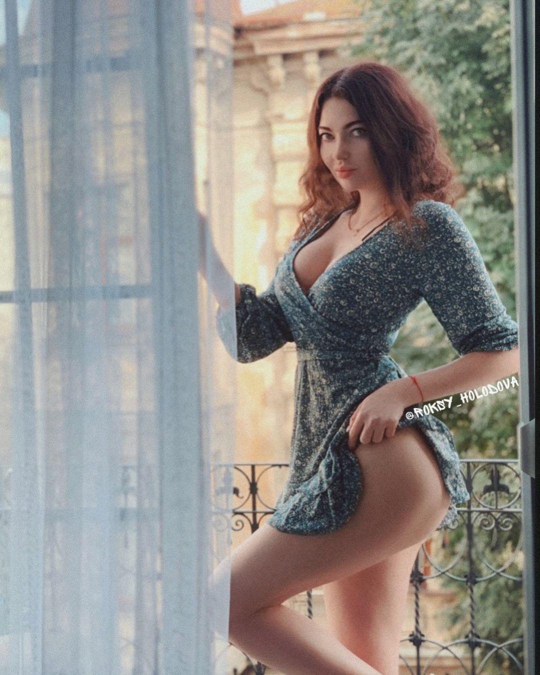 Роксана Холодова (Roksana Holodova) - украинская звезда Инстаграм с шикарными формами 8
