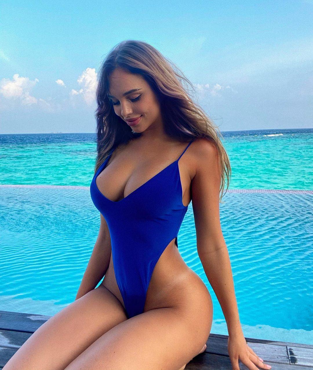 Красивые русые девушки с длинными волосами: сексуальные фото 9