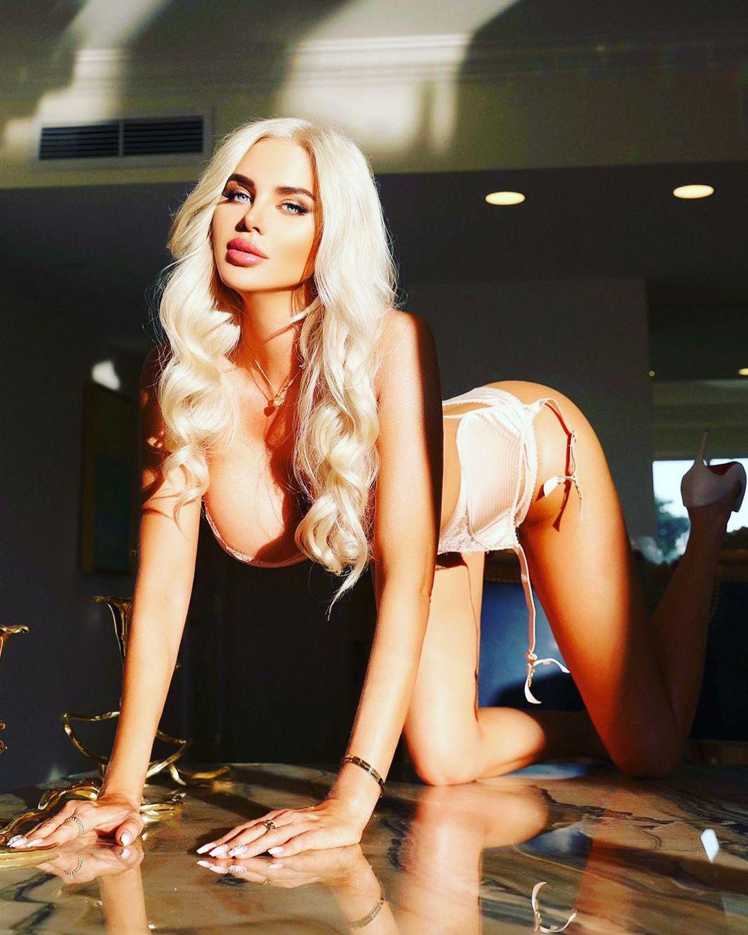 Elisa Bethann - Мегасексуальная модель нижнего белья и бикини 16