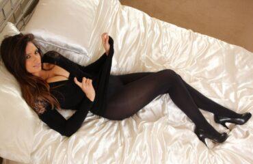 Шикарные девушки в черных колготках: им тепло, нам - приятно ;)