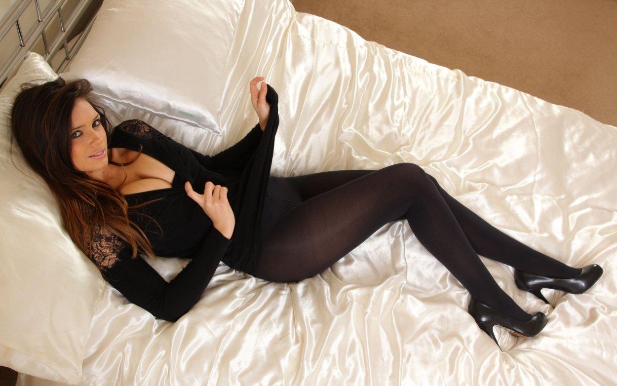 Шикарные девушки в черных колготках: им тепло, нам - приятно ;) 7