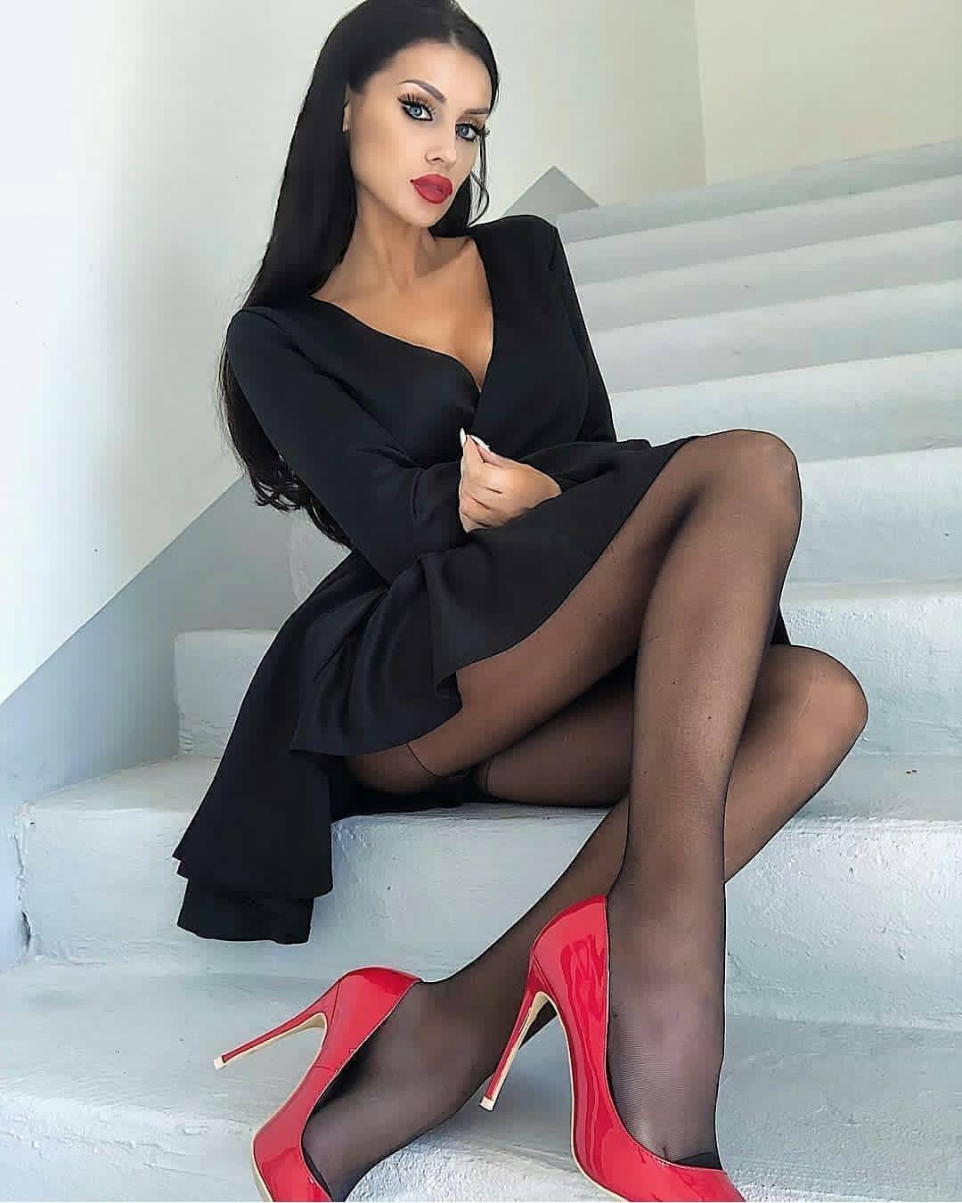 Шикарные девушки в черных колготках: им тепло, нам - приятно ;) 12