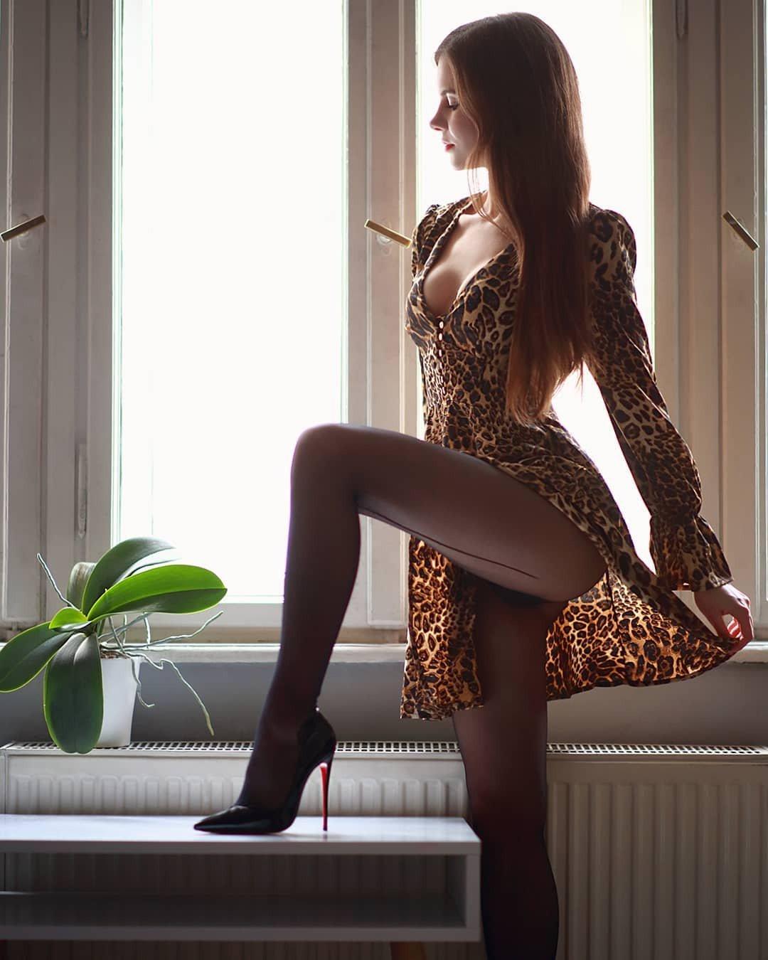 Шикарные девушки в черных колготках: им тепло, нам - приятно ;) 14
