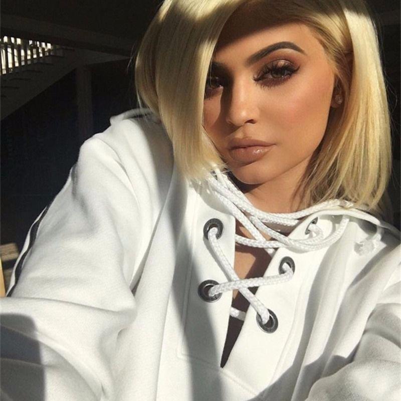 Шикарные девушки с каре: сексуальные брюнетки и блондинки с волосами до плеч 7