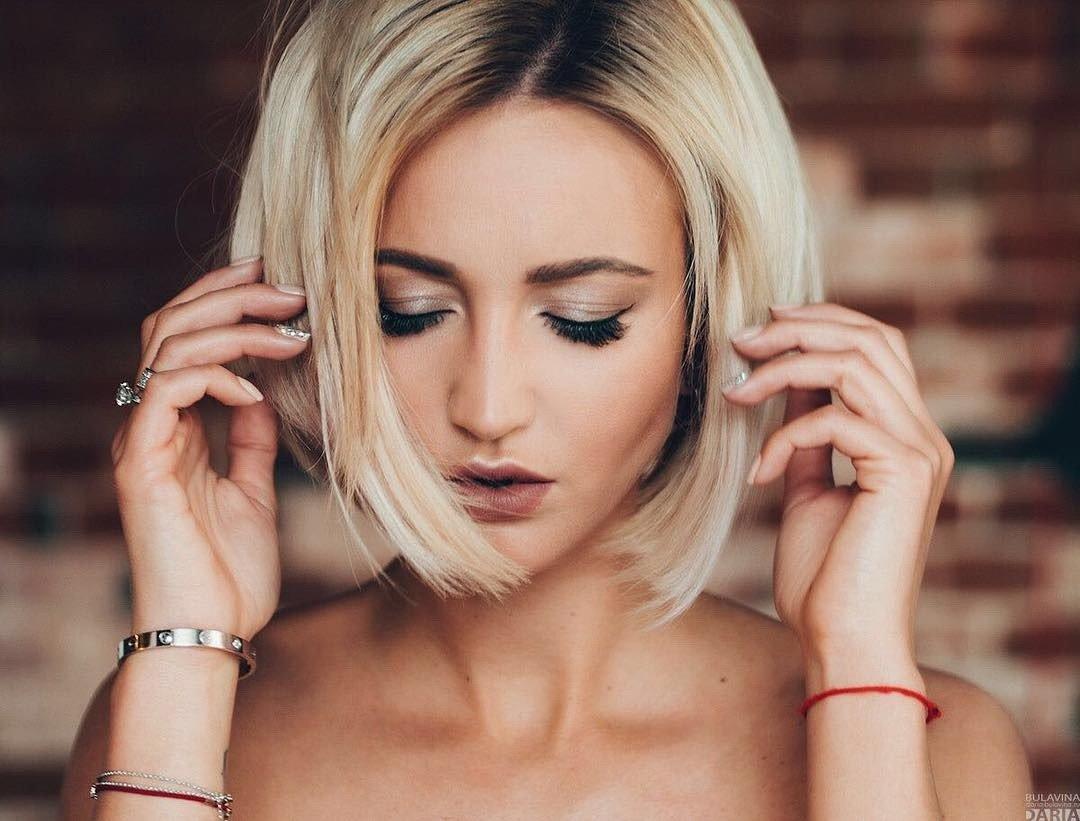 Шикарные девушки с каре: сексуальные брюнетки и блондинки с волосами до плеч 9