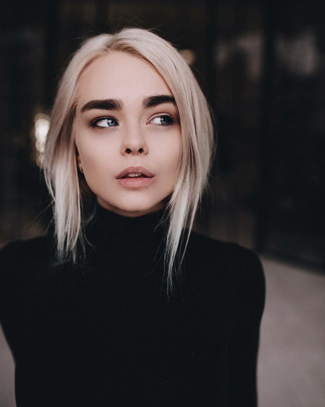 Шикарные девушки с каре: сексуальные брюнетки и блондинки с волосами до плеч 12