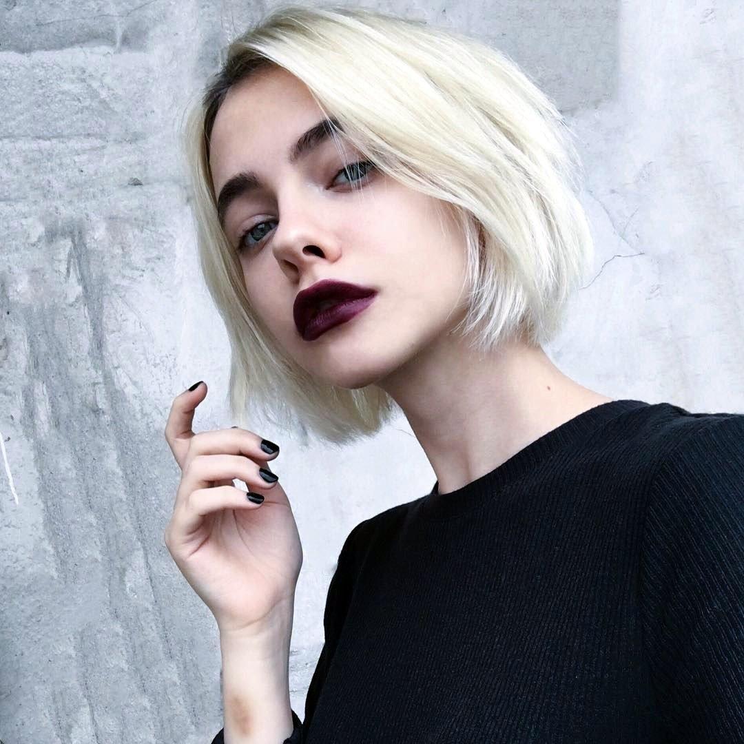 Шикарные девушки с каре: сексуальные брюнетки и блондинки с волосами до плеч 15