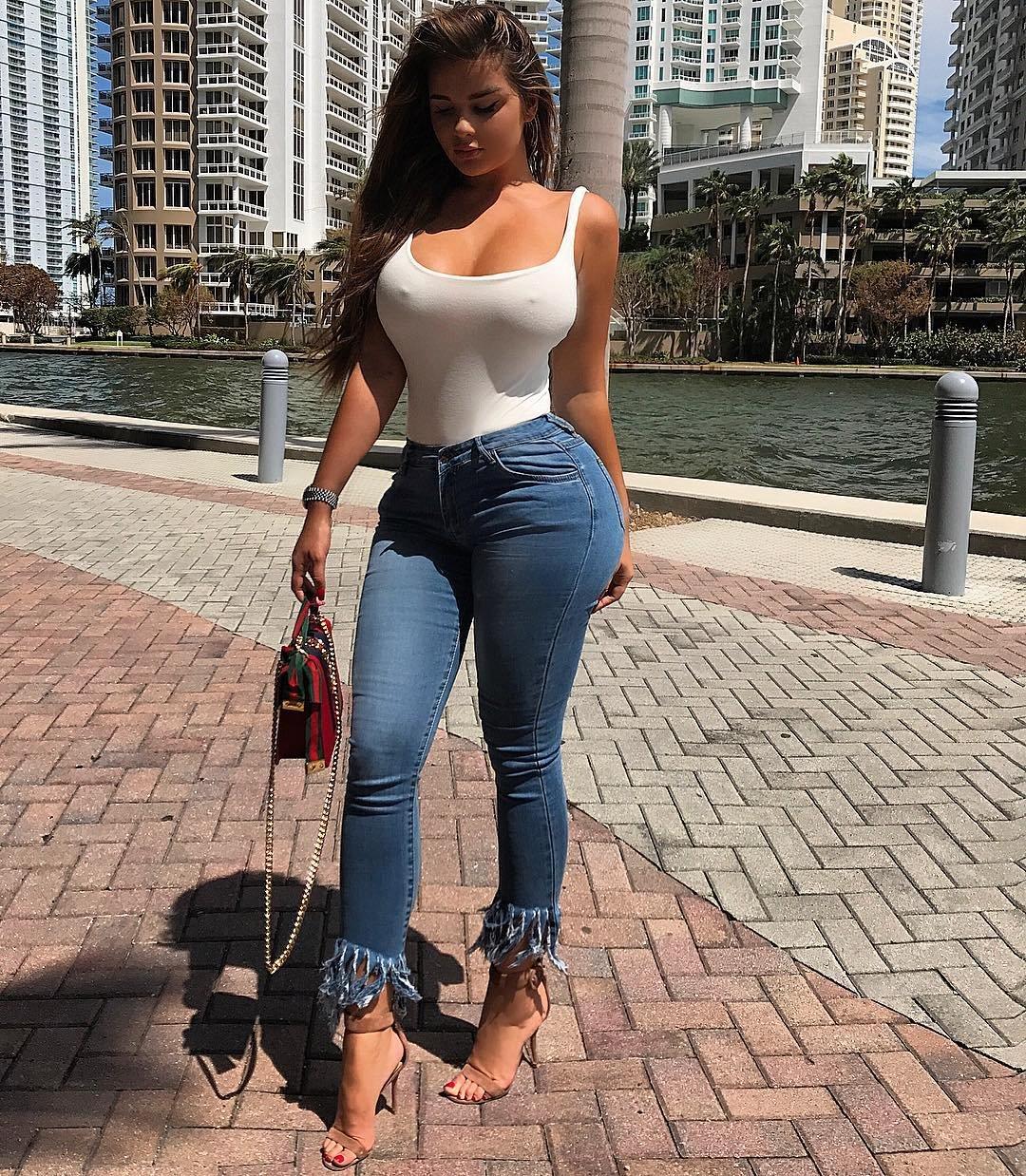 Красотки в джинсах: когда есть что подчеркнуть (20 Фото) 14