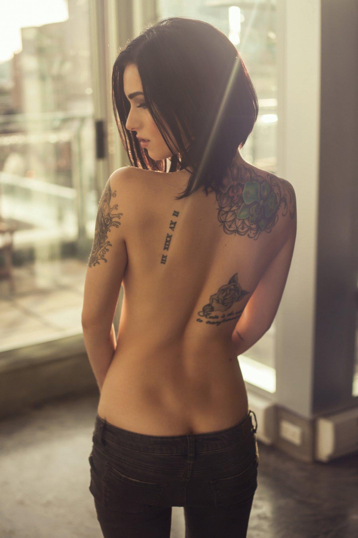 Шикарные девушки с каре: сексуальные брюнетки и блондинки с волосами до плеч 16