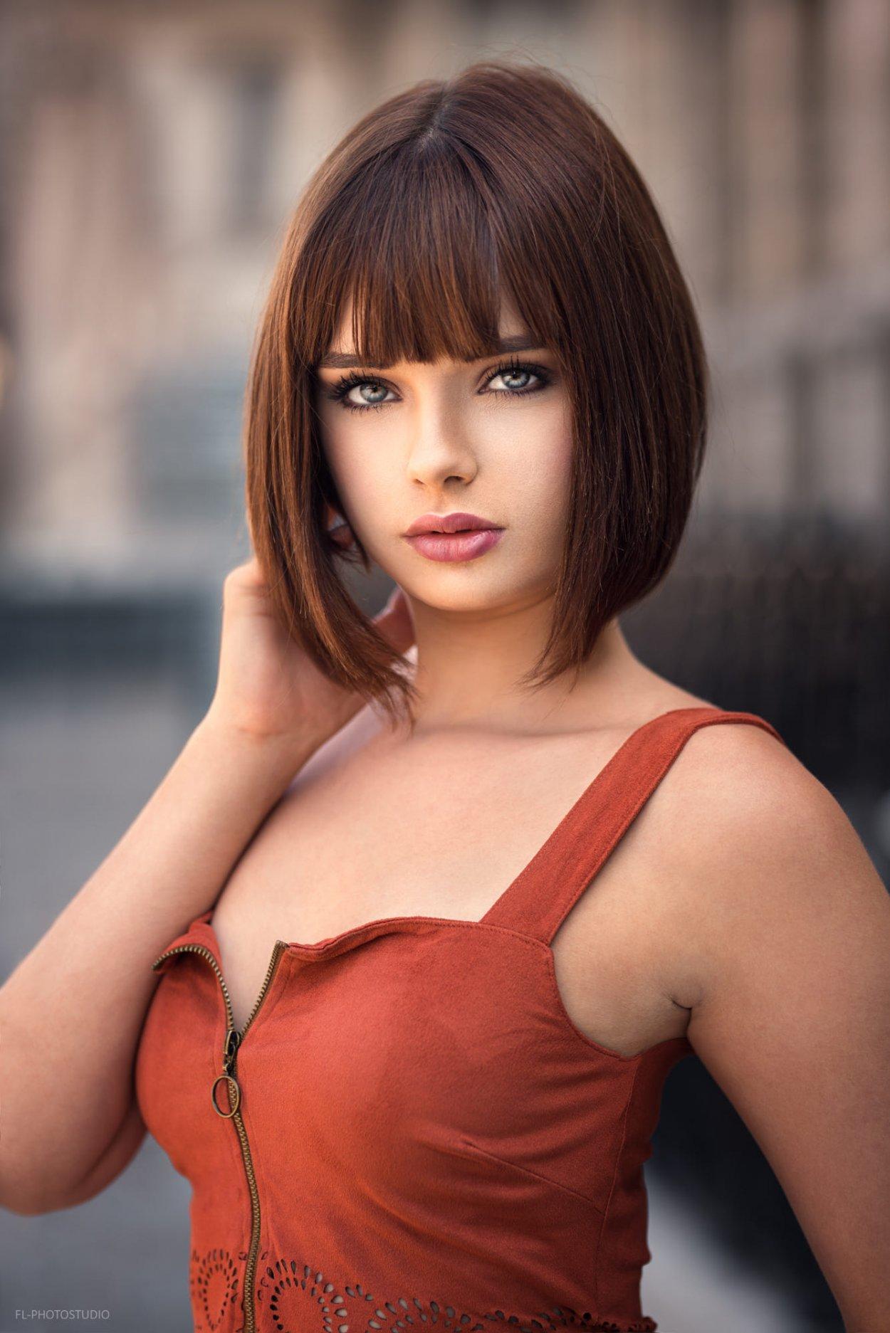 Шикарные девушки с каре: сексуальные брюнетки и блондинки с волосами до плеч 23