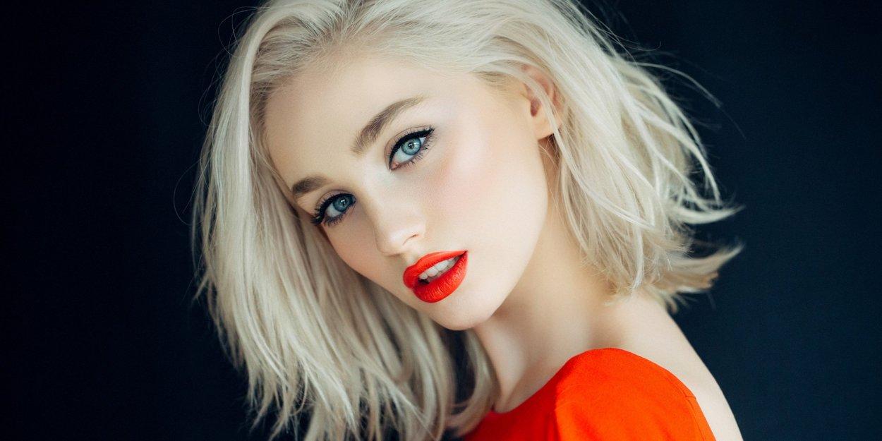 Шикарные девушки с каре: сексуальные брюнетки и блондинки с волосами до плеч 27