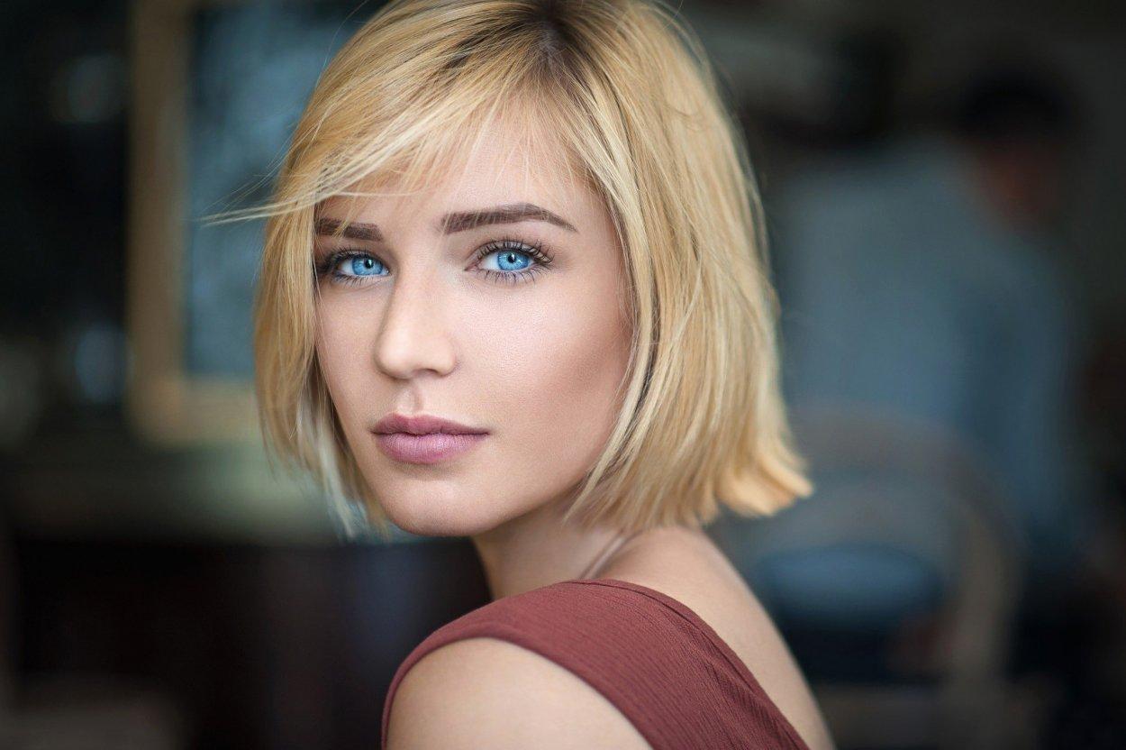 Шикарные девушки с каре: сексуальные брюнетки и блондинки с волосами до плеч 28