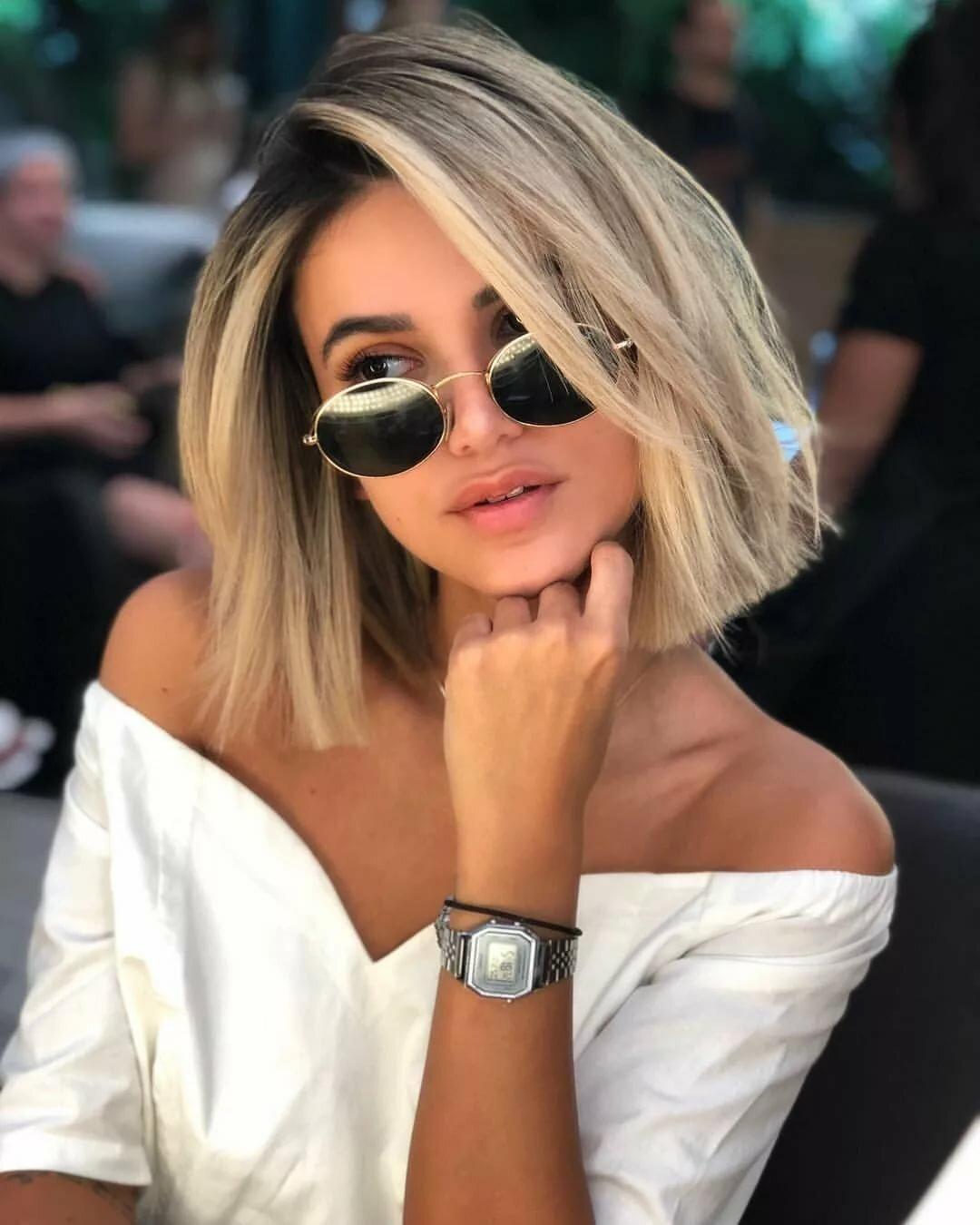 Шикарные девушки с каре: сексуальные брюнетки и блондинки с волосами до плеч 30