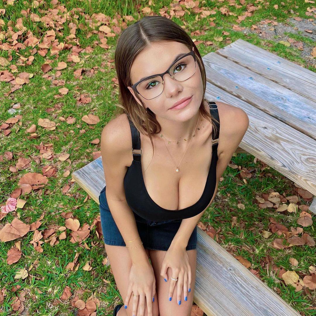 Эшли Терворт (Ashley Tervort) - сексуальная няшка из Америки 13