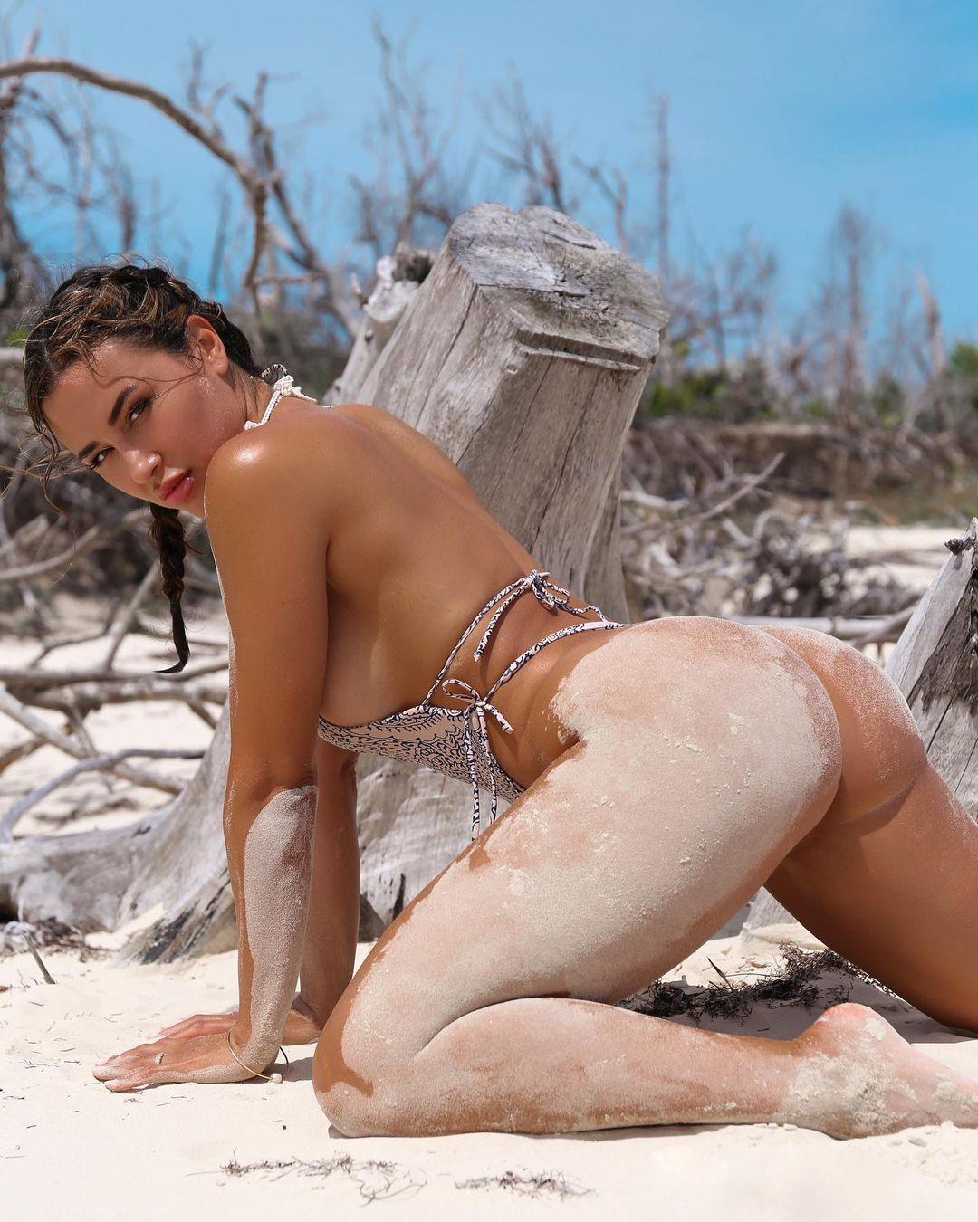 Ана Чери (Ana Cherí) - Самая горячая модель и фитнес тренер 33