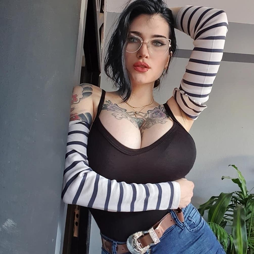 Daniela Basadre - безумно сексуальная инста-няшка с татуировками 6