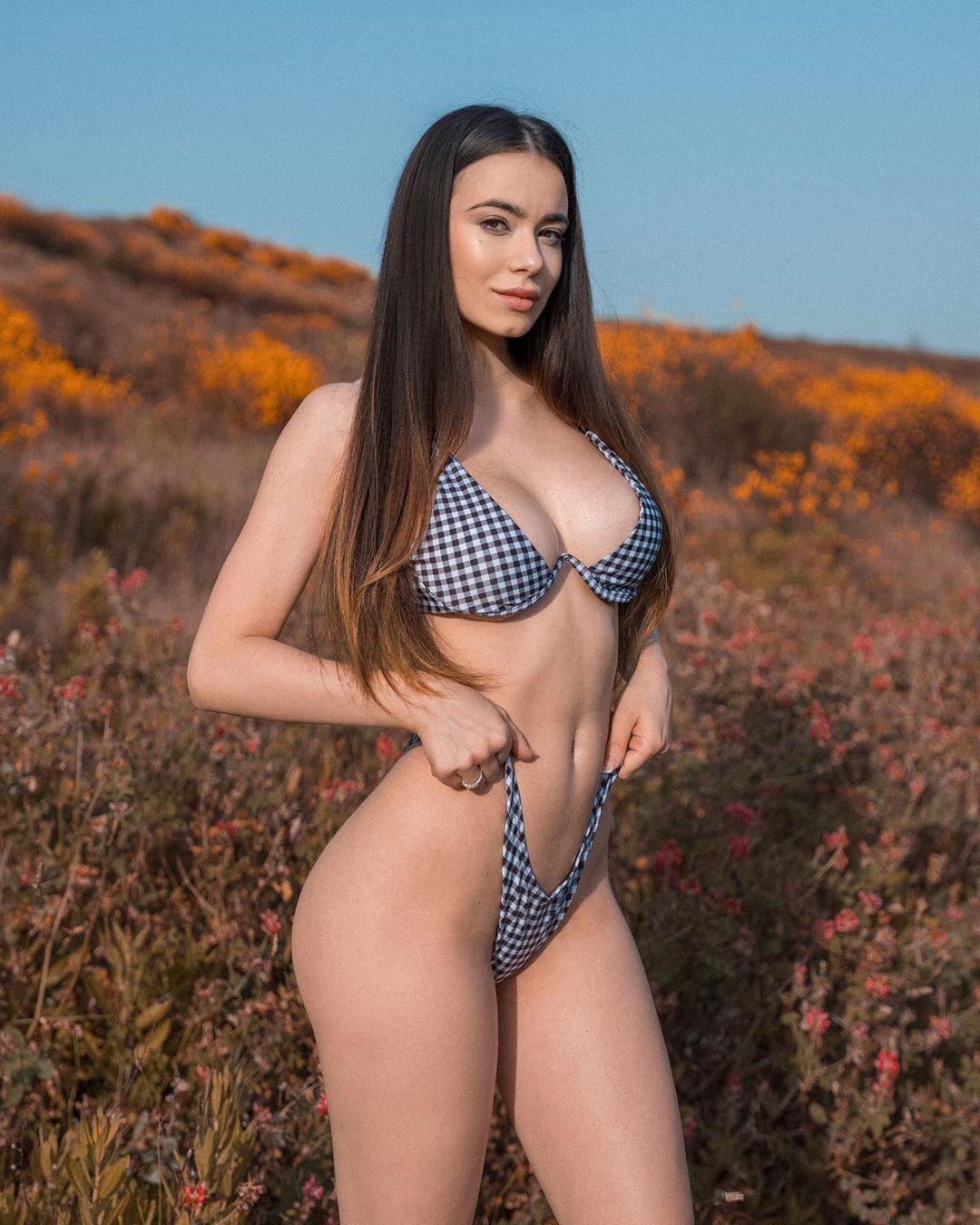 Eleonora Bertoli - Очаровательная итальянская модель и идеальными изгибами 4