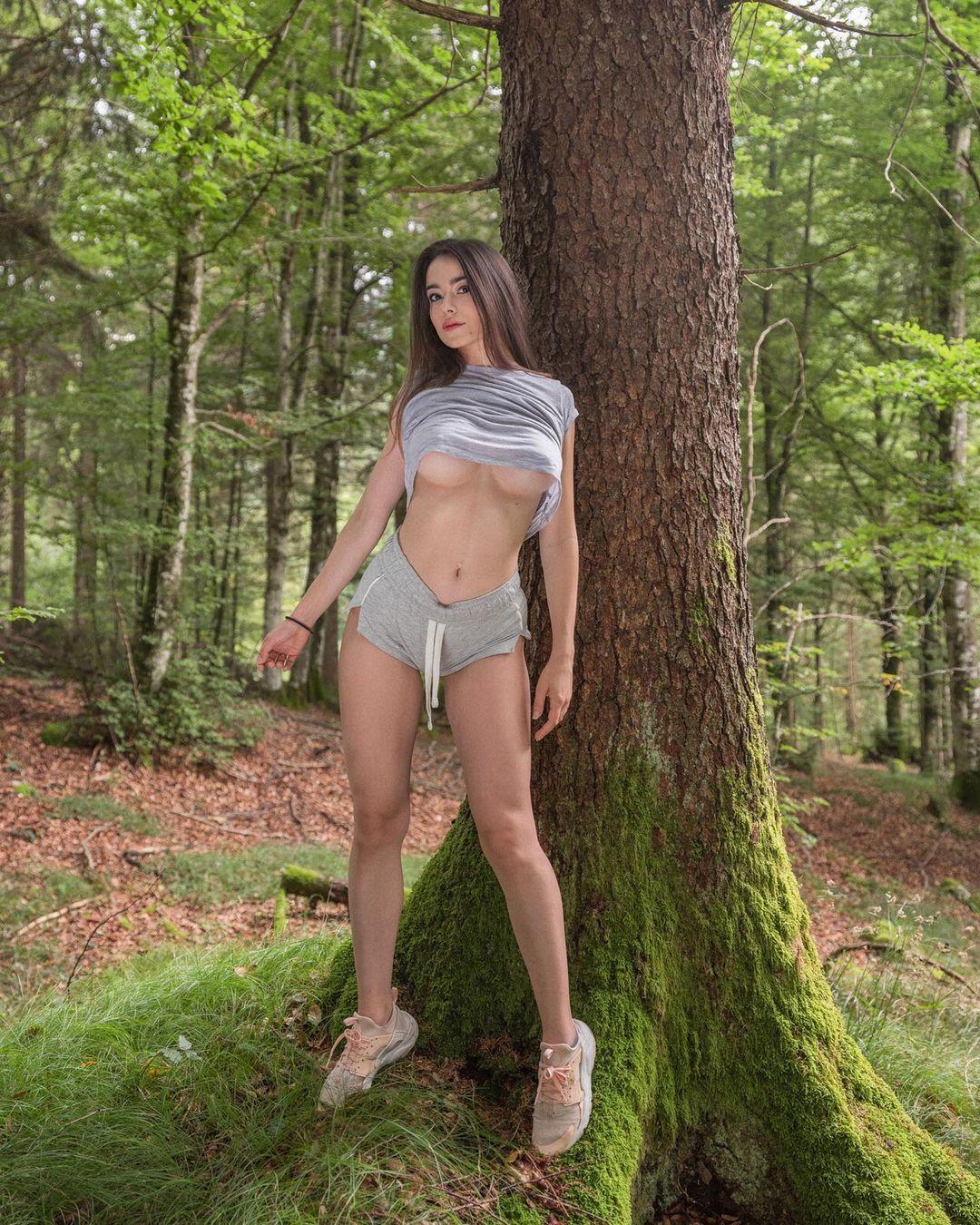 Eleonora Bertoli - Очаровательная итальянская модель и идеальными изгибами 5