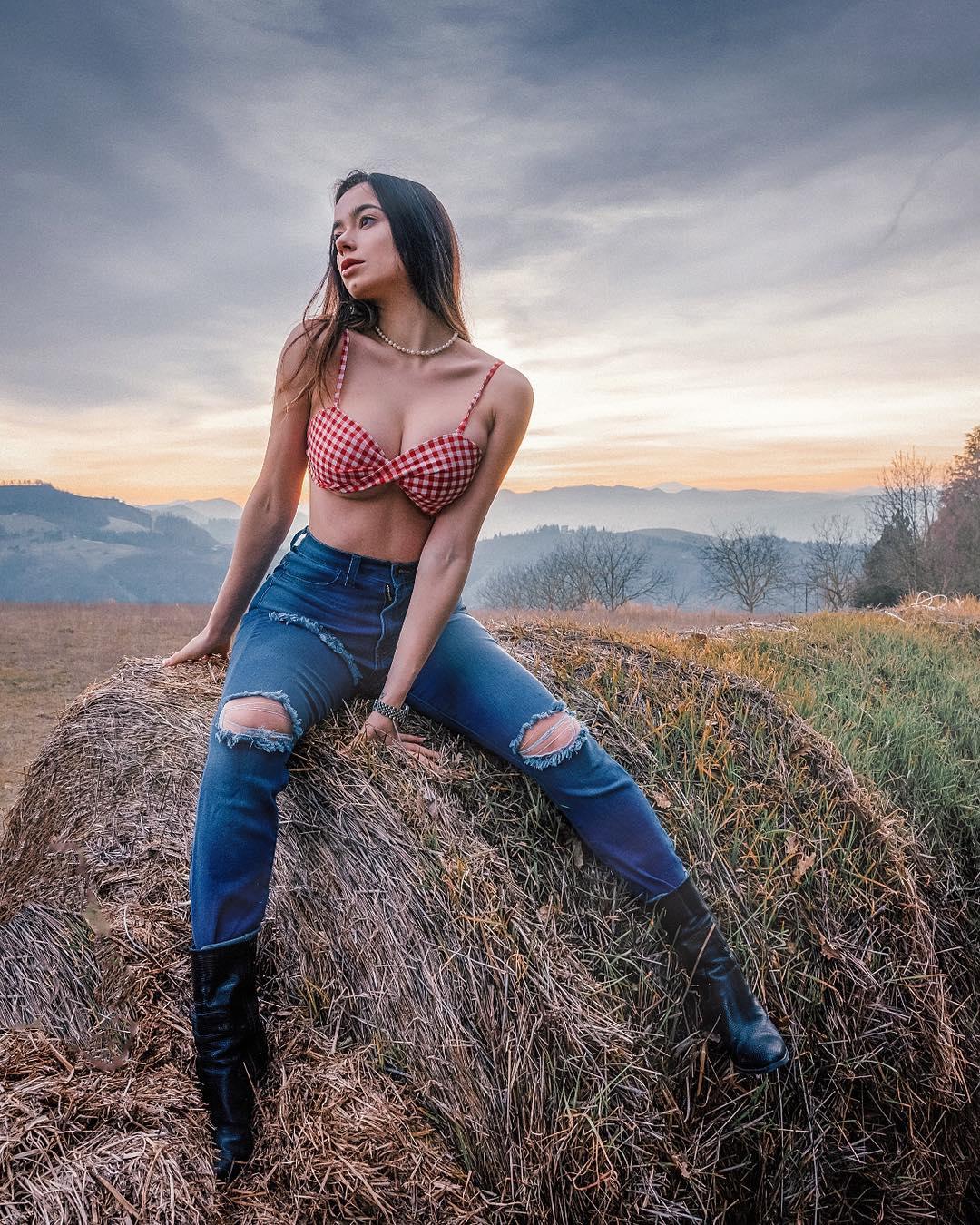 Eleonora Bertoli - Очаровательная итальянская модель и идеальными изгибами 2