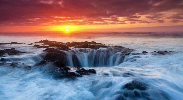 Колодец Тора – удивительное и яркое природное явление